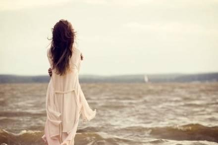 爱你是我的孤单心事